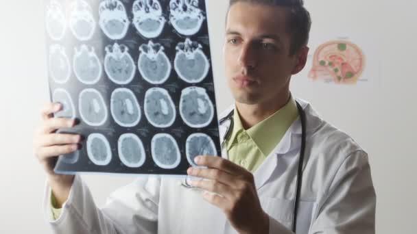Кто такой врач нейрохирург